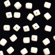 Enfeite Murano de Vidro Fosco Tcheco Cubo 7 x 8 mm Branco 710078